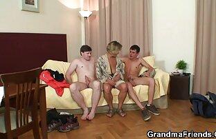 जवान आदमी सेक्सी इंग्लिश मूवी पिक्चर कैमरे की ओर मुड़ गया, पुराना, गोरा