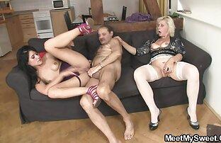 डेमन सॉना में अपनी पत्नी इंग्लिश मूवी सेक्सी पिक्चर के साथ खेल
